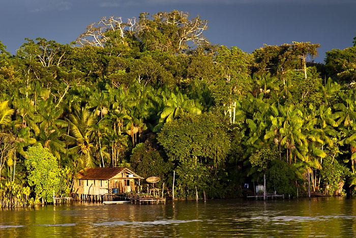 Casa sul rio delle Amazzoni