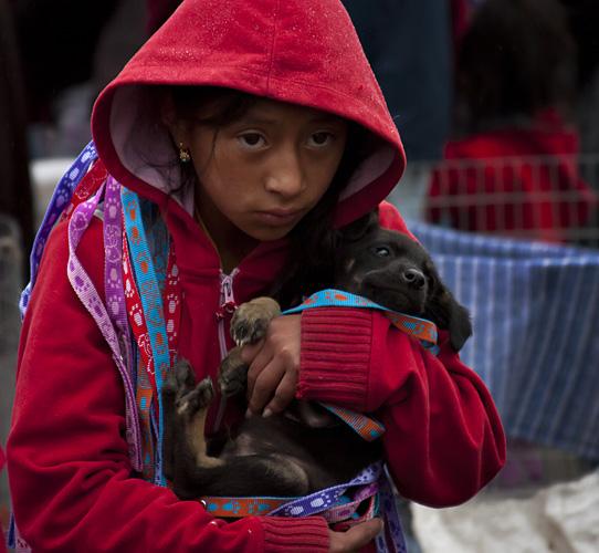 Bambina con cane, Ecuador