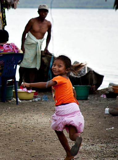 Bambina kuna scappa, San Blas
