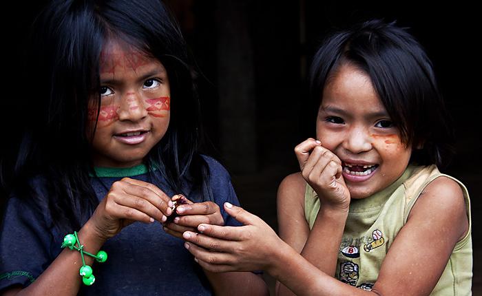 Bambine, Amazzonia, Ecuador