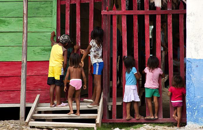 Bambini villaggio Kuna Yala