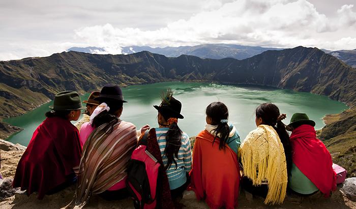 Ragazze sul lago Quilotoa