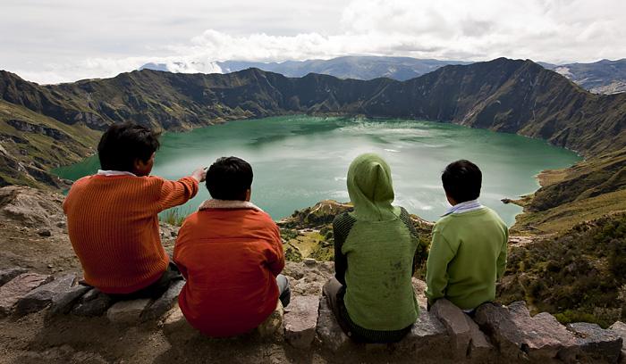 Ragazzi, laguna Quilotoa, Ecuador
