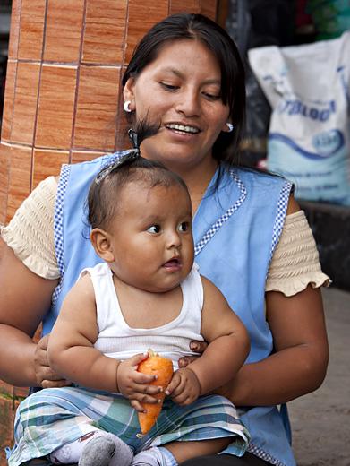 Signora con figlia a Pujo