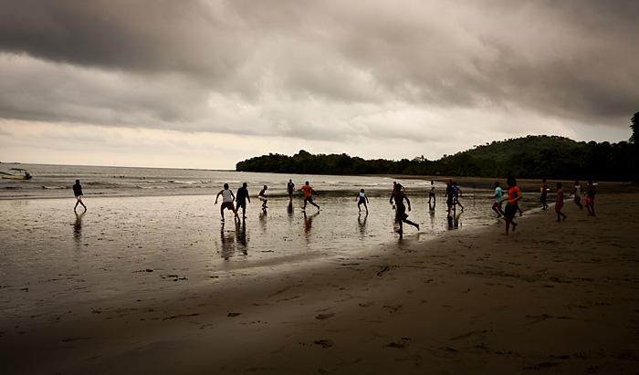Partita pallone sulla spiaggia di Santa Catilina, Panama