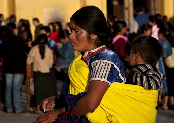 Signora con figlio, Chiapas