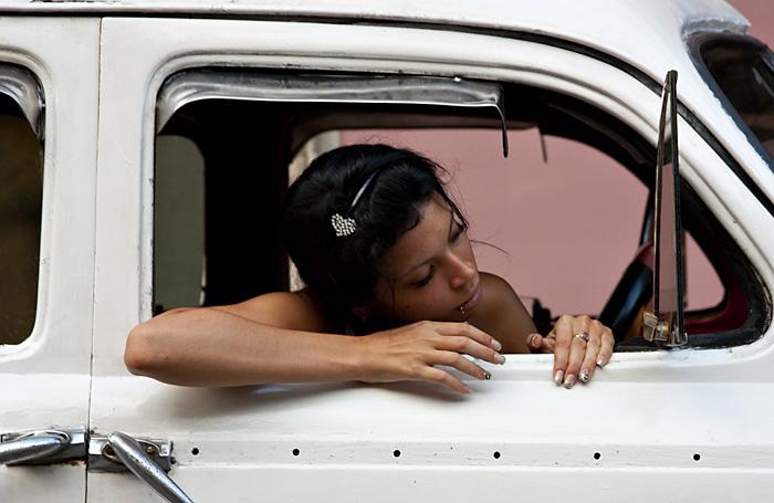 Ragazza allo specchietto, Cuba