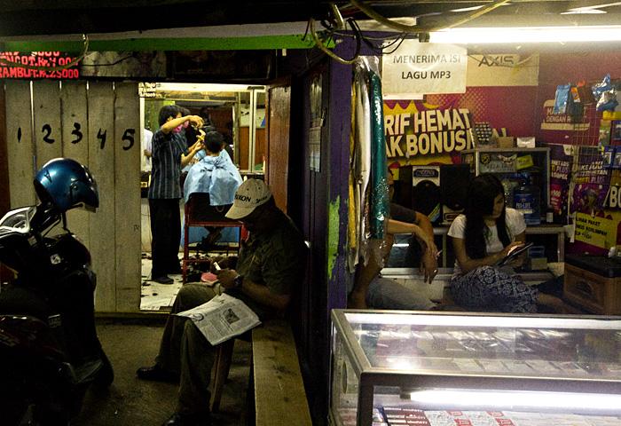 Jakarta strada notte