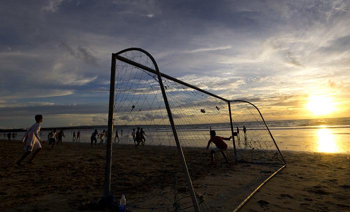 Partita a pallone a Kuta